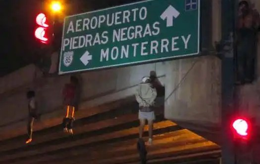 Cuelgan nueve hombres en puente de Tamaulipas