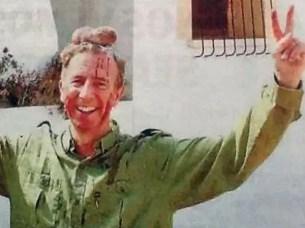 Fotos escándalo: Funcionario cazó u n ciervo y posó con los testículos