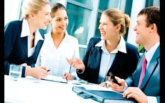 Amistad en la oficina: Cómo mantener el balance