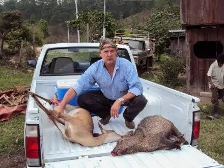 Foto escándalo: Funcionario de Oaxaca caza animales en extinción