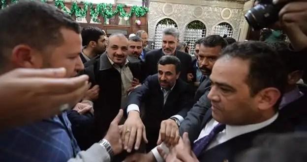 Video: lanzan zapatos al presidente de Irán Mahmoud Ahmadinejad