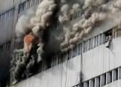 Dos personas mueren al tirarse al vacío durante un incendio - Fotos