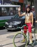 Rubén Albarrán en la 'Rodada Mundial Ciclista al Desnudo'
