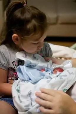 Fotos impactantes: nació con 19 semanas y logró sobrevivir unos minutos
