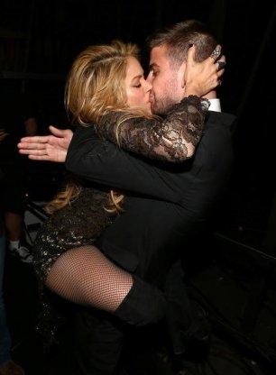 El beso apasionado de Shakira a Gerard Piqué-1