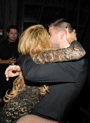El beso apasionado de Shakira a Gerard Piqué-2