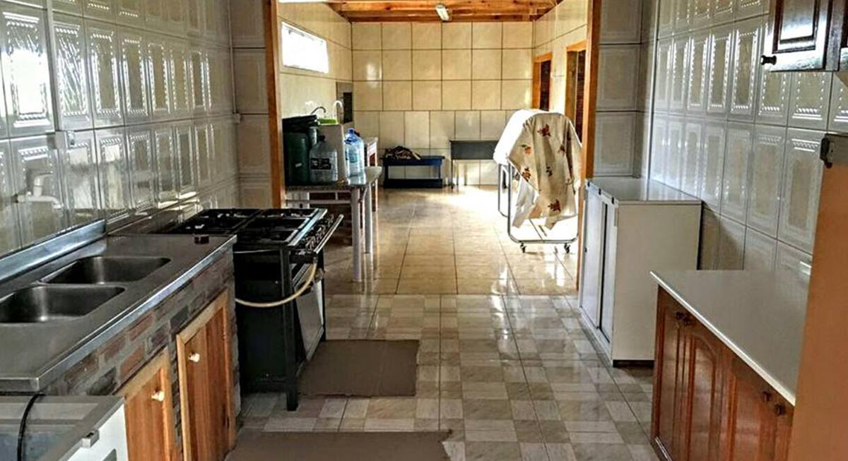 sitio-para-retiro-beira-do-rio-cozinha-1
