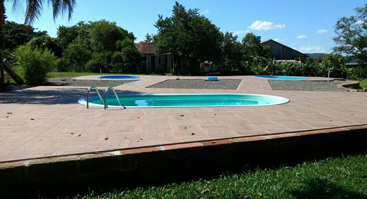 sitio-para-retiro-beira-do-rio-piscina-2