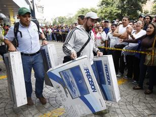 Venezuela: tras orden de bajar precios se llenan las tiendas de electrodomésticos