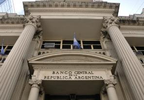 Oficializaron la designación de Fábrega, como presidente del Banco Central, y de Forlón, como titular del Banco Nación