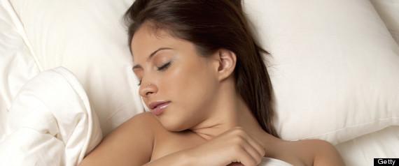 Afirman que para las mujeres, dormir sin ropa traer beneficios a tu salud 2
