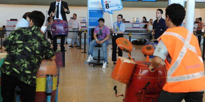 Aerolíneas Argentinas recibió en Ezeiza al pasajero número 8 millones