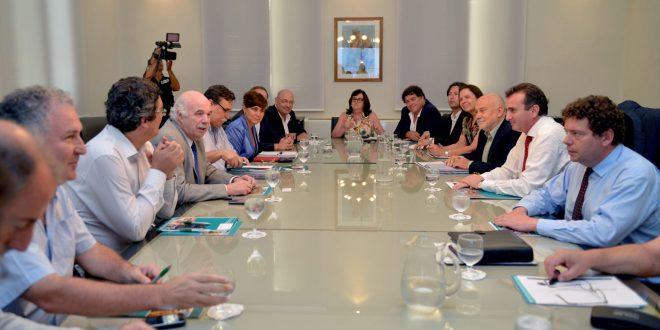 Casamiquela recibió a Paco Pérez y representantes de la Corporación Vitivinícola Argentina
