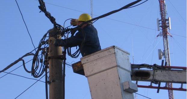 Equipos del Gobierno fiscalizan la restitución del servicio eléctrico