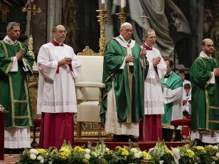 """El Papa Francisco pidió a los nuevos cardenales que eviten las """"intrigas y las camarillas"""""""