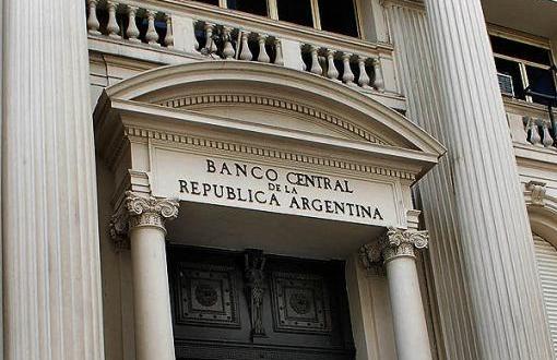 El BCRA compró 40 millones de dólares en el mercado de divisas y otros 30 millones en el MEP