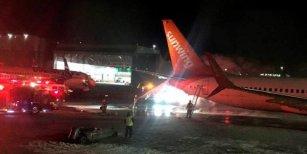 Impresionante choque de dos aviones en un aeropuerto