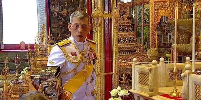 El rey de Tailandia se aísla en los Alpes de Alemania, con a sus 20 concubinas