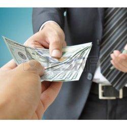 30445796-recevoir-de-l-argent-de-la-main-d-affaires-etats-unis-dollar-usd-factures_gallery