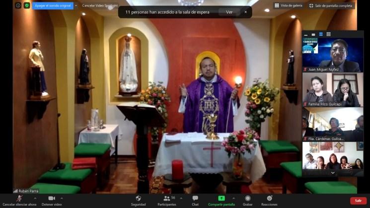 Cantando en misa virtual