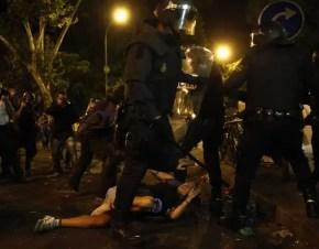 La policía ha cargado en varias ocasiones contra los manifestantes.