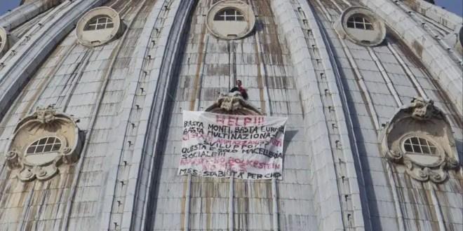 Empresario protesta contra la UE en la cúpula de San Pedro