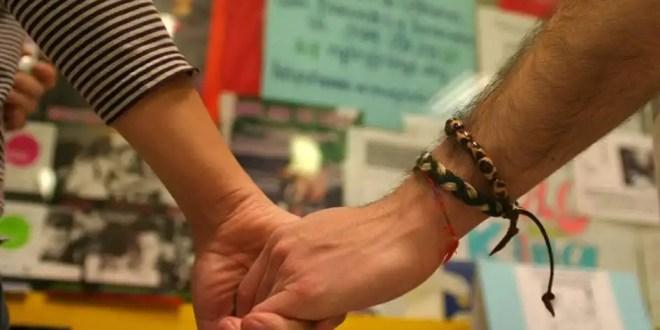 Avalan la prestación por maternidad a homosexual; padre por 'vientre de alquiler'
