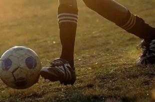 Insólito: Niño de 8 años se ofrece a entrenar un club de fútbol y lo llaman!