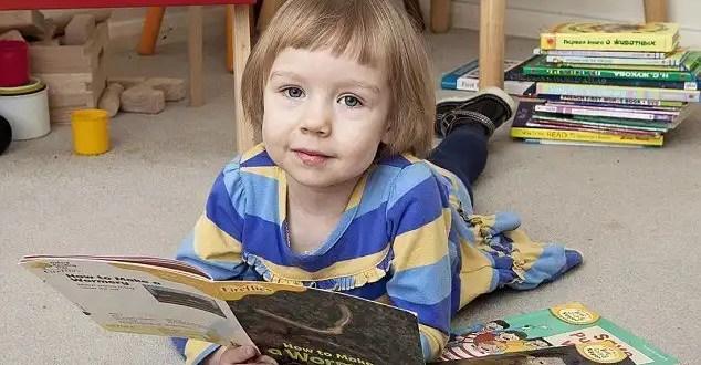 Alice Amos, la niña que es más inteligente que Stephen Hawking