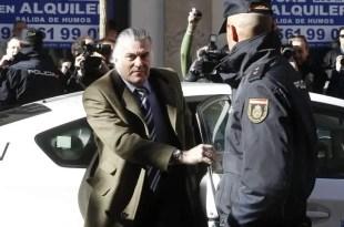 Bárcenas contesta 'todas' las preguntas del fiscal