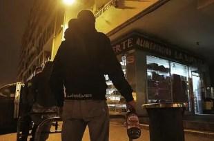 Insólito: Gasolina gratis para jóvenes que demuestren no haber bebido alcohol