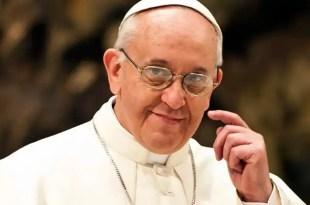 El Papa Francisco cambia cardenal conservador de EE UU por otro moderado