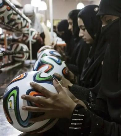 Mira cómo se fabrican los balones del Mundial de Brasil-4