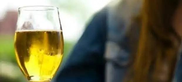 Vender vino o cerveza a menores tiene penas más bajas que venderles whisky