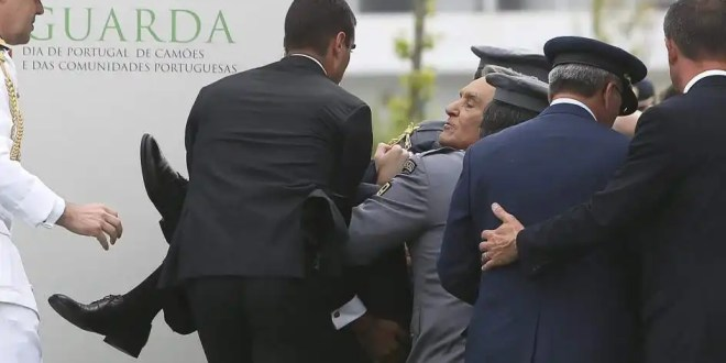 Cavaco Silva se desmaya en pleno discurso - Video y Fotos