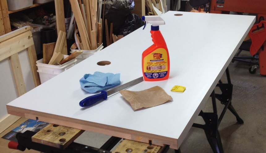 After glueing the laminate we cleaned off excess glue and filed the edges for a clean look