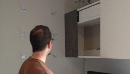 Hanging the floating shelves