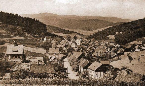 Ansichtskarte von Obersdorf (ca. 1925), Blick vom Marienhain Richtung Eisern (Repro  Gerhard  W. Göbel)