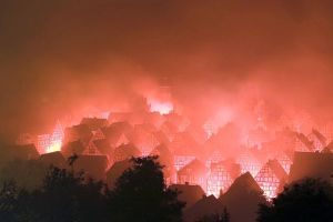 """Pyrotechnische Inszenierung anlässlich des Jubiläums 550 Jahre Stadtrechte"""", Freudenberg 2006, Foto: Thomas Ijewski, Freudenberg"""