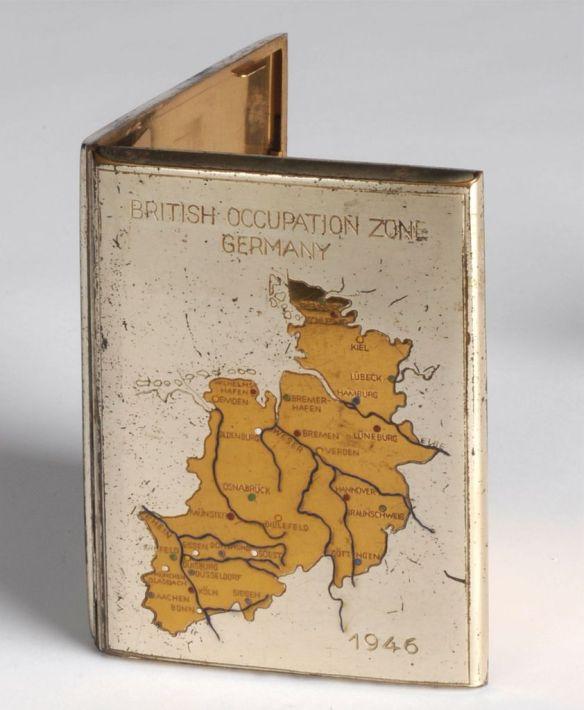Zigarettenetui mit Abbildung der britischen Besatzungszone, 1946. The Polish Institut and Sikorski Museum, London. Foto: LWL