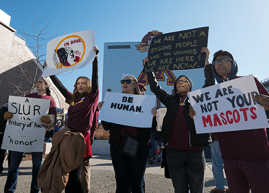 Protests against the racist mascot of Washington Redskins (Source: Fibonacci Blue/Flickr)