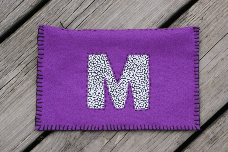 Monogram Ideas   Felt Crafts   Felt Pouch   Felt Pouch DIY   Felt Pouch Pattern   Monogram Pouch   Monogram Pouch DIY   Felt Crafts   Crafts to Make   Crafts Easy   Crafts Easy DIY   No Sew Projects   This monogram felt pouch project doesn't require a sewing machine to make! It'd make a great gift idea, too. Find the instructions on Six Clever Sisters.