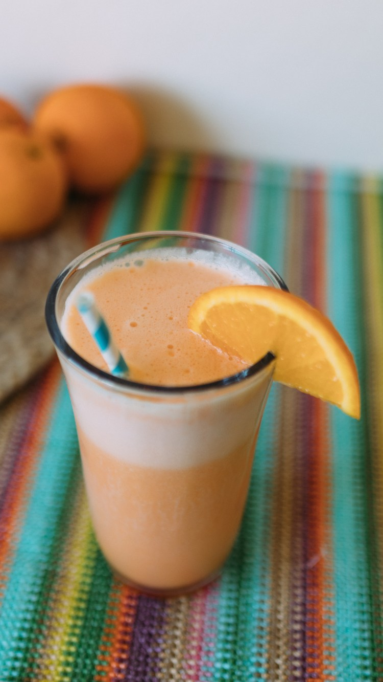 Orange Julius Copycat Recipes   Orange Julius Recipe   Orange Julius Smoothie   Orange Julius At Home   Orange Julius Copycat Smoothie   Copycat Orange Julius Drink   This cool, refreshing frothy orange smoothie drink is a perfect drink for a hot summer day! #copycatrecipe #summerdrinks #orangejulius #dqorangejulius #sixcleversisters