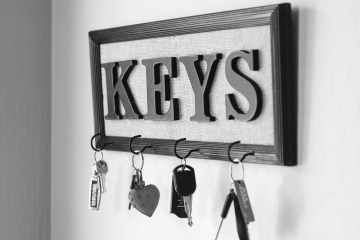 DIY Farmhouse Decor | DIY Farmhouse Sign | DIY Farmhouse | Diy Farmhouse Sign Frame | Farmhouse Decor | Farmhouse Decor On a Budget | Farmhouse Decor DIY | Farmhouse Decor on a Budget Ideas | Key Holder | Key Holder DIY | Key Holder DIY Rustic | DIY Decor | Cheap Farmhouse Decor DIY | Farmhouse Decor Ideas | Farmhouse Decor Cheap | DIY Farmhouse Decor Ideas | DIY Farmhouse Decor Projects | This easy and cheap diy farmhouse decor can be made in no time and compares to the expensive farmhouse decor in store! You'll LOVE how easy this is to make! Visit Six Clever Sisters for the full tutorial.