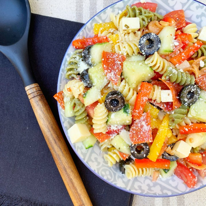 Pasta Salad Recipes | Pasta Salad Recipes with Italian Dressing | Pasta Salad Recipes Cold | Pasta Salads | Salad Recipes | Summer Dinner Recipes | Easy Dinner Recipes | Dinner Recipes | Side Dishes | Easy Side Dish | BBQ | For A Crowd | Italian | Six Clever Sisters
