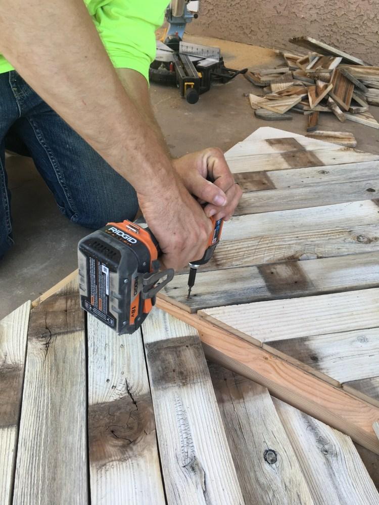 DIY Headboard | DIY Pallet project | Pallet Headboard | Pallet Wood Headboard | Pallet Furniture | Pallet Projects | Pallet Bed | Pallet Ideas | Rustic Headboard | Herringbone Pallet | Herringbone Heaboard | Six Clever Sisters