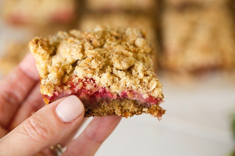 Strawberry Oatmeal Bars Recipe | Oatmeal Recipes | Strawberry Recipes | Strawberry Oatmeal | Strawberry Oatmeal Bars Easy | Recipe on the Six Clever Sisters blog!