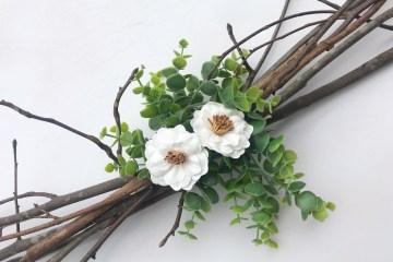 Easy DIY Rustic Centerpiece | Wedding | Chic Wedding | Rustic | Farmhouse | Floral and Greenery | Centerpiece Idea | DIY Centerpiece | Easy Decor | Rustic Decor | Thrifty Wedding | Thrifty Decor | Cheap DIY | Branches Centerpiece | Floral Wedding | Greenery |
