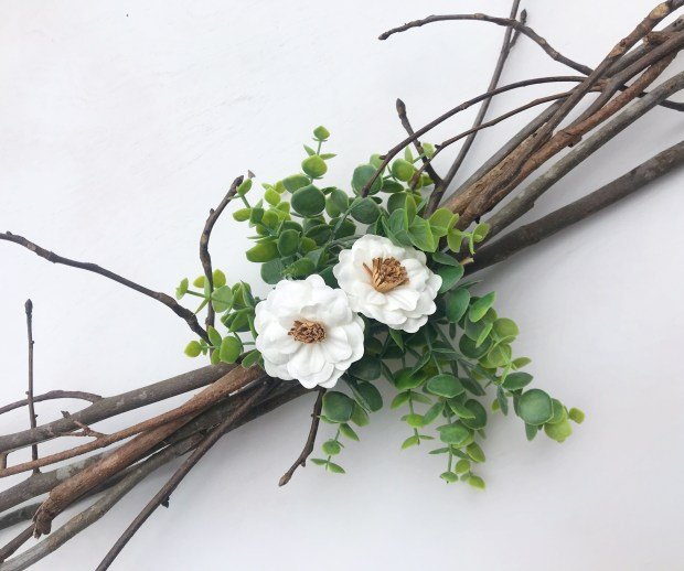 Easy DIY Rustic Centerpiece | Wedding | Chic Wedding | Rustic | Farmhouse | Floral and Greenery | Centerpiece Idea | DIY Centerpiece | Easy Decor | Rustic Decor | Thrifty Wedding | Thrifty Decor | Cheap DIY | Branches Centerpiece | Floral Wedding | Greenery |