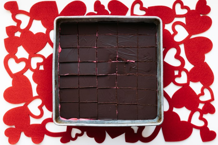 Valentines Desserts | Valentines Dessert Ideas | Valentines Desserts To Make | Valentines Dessert Ideas Easy | Brownie Recipes | Brownie Recipes Easy | Raspberry Brownies | Raspberry Brownie Recipes | Want a decadent looking Valentine's Day dessert but one that's still easy to make? These chocolate raspberry layer brownies are the bomb! #valentines #valentinesday #dessert #dessertfoodideas #recipe #recipeoftheday #chocolate